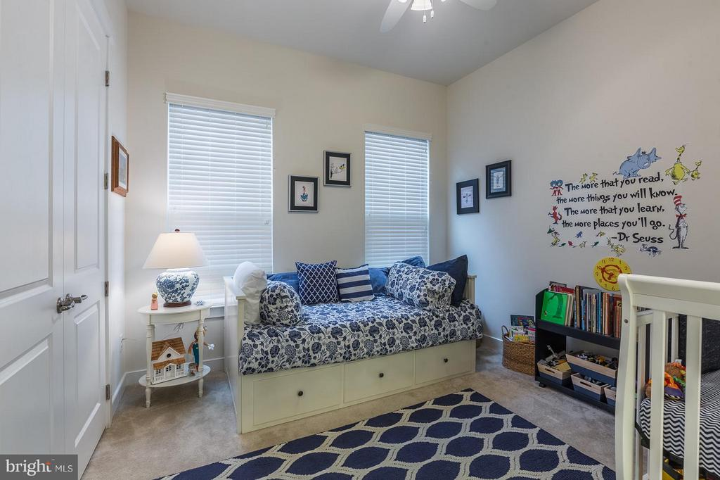 Bedroom #2 on main level w/full bath - 17041 SILVER ARROW DR, DUMFRIES