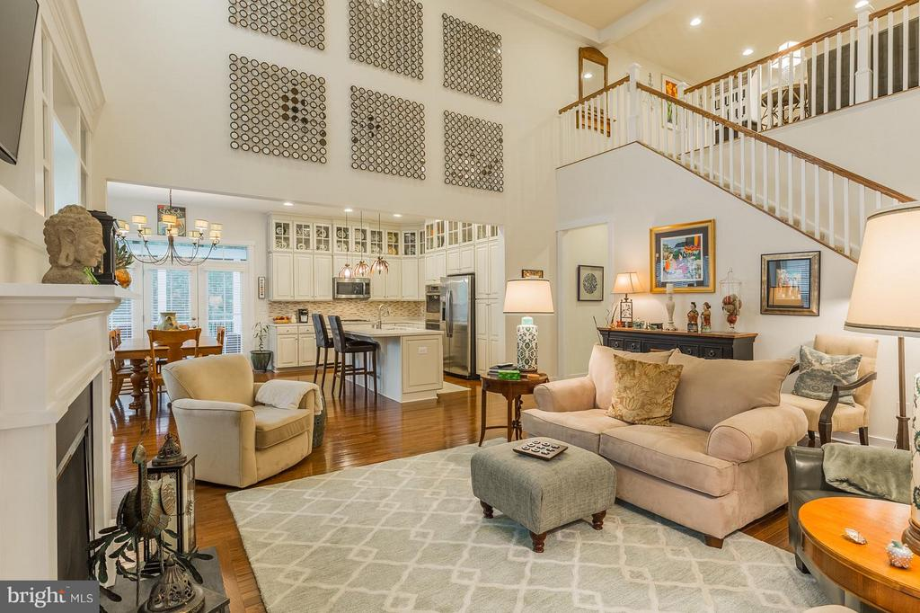 The heart of this home is GRAND! - 17041 SILVER ARROW DR, DUMFRIES