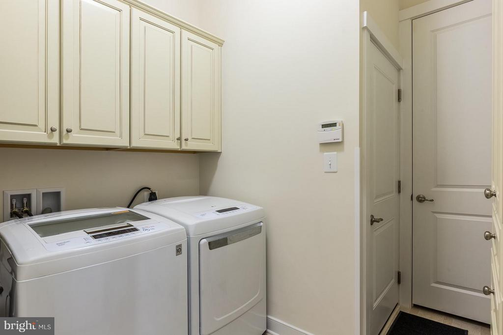 Your main level laundry room! No more stairs! - 17041 SILVER ARROW DR, DUMFRIES