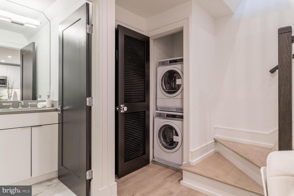 Electrolux Washer and dryer - 1524 18TH ST NW #1, WASHINGTON