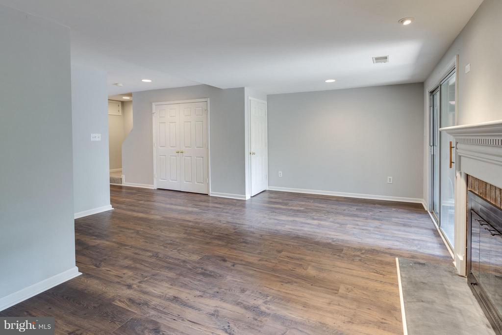New floors and paint throughout lower level - 4253 FOX LAKE DR, FAIRFAX
