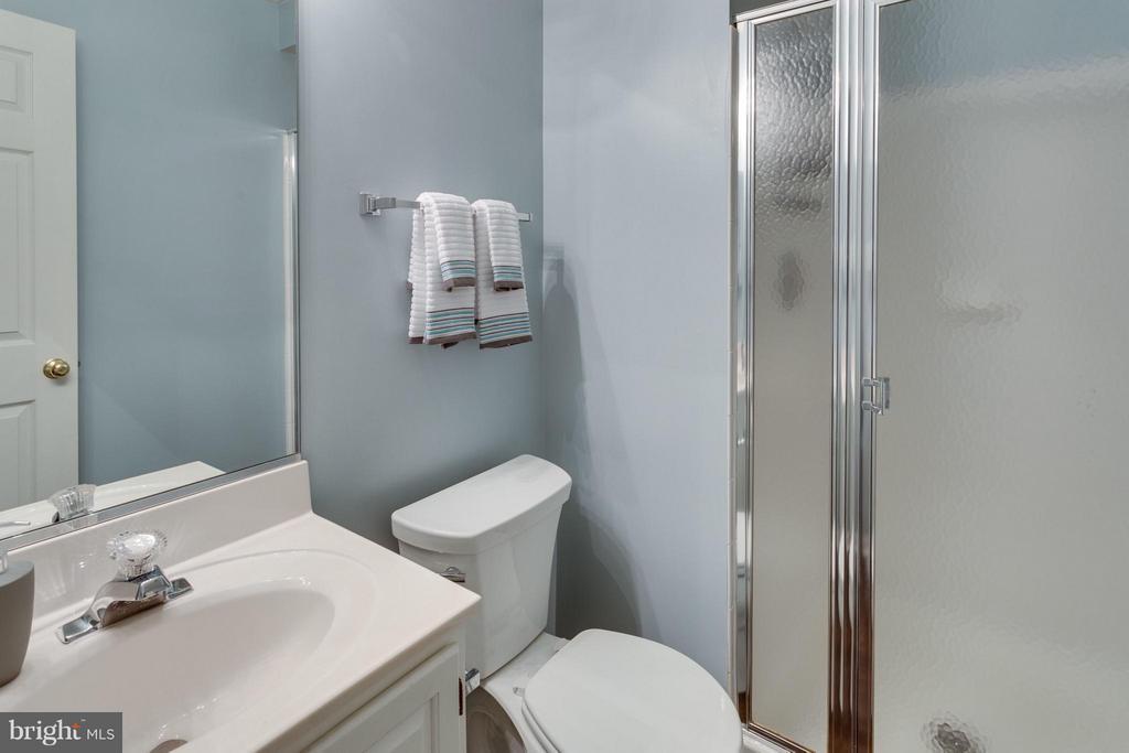 Lower level full bathroom - 4253 FOX LAKE DR, FAIRFAX