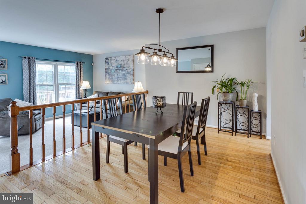 Large dining space - 4253 FOX LAKE DR, FAIRFAX