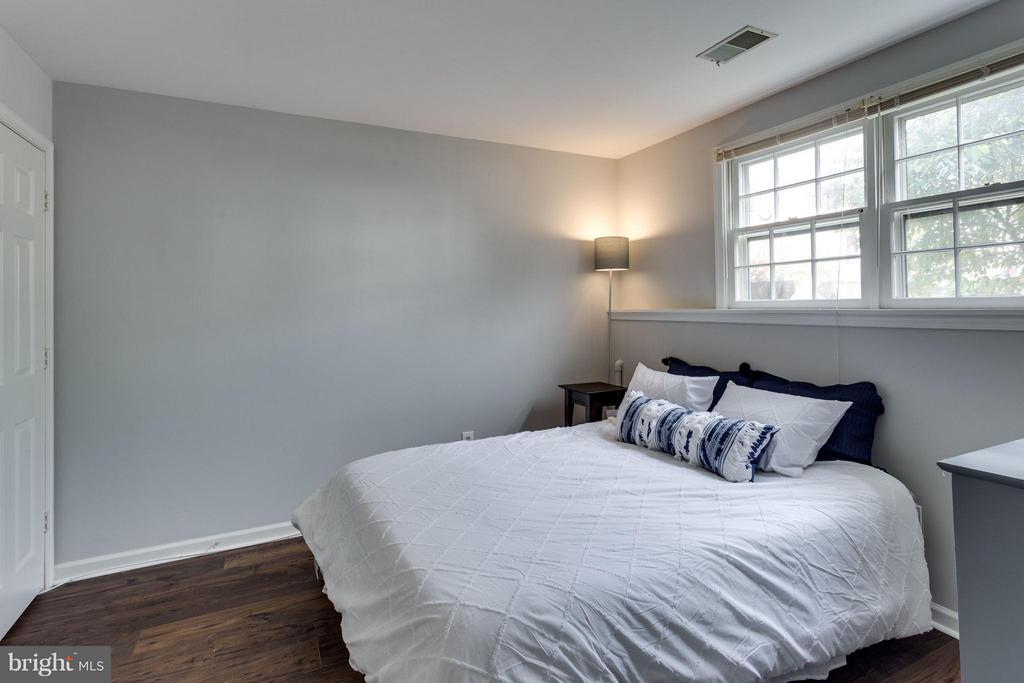 Bedroom 3 in lower level - 4253 FOX LAKE DR, FAIRFAX