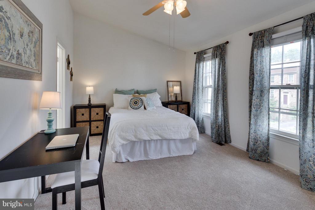 Upper level master bedroom 2 - 4253 FOX LAKE DR, FAIRFAX