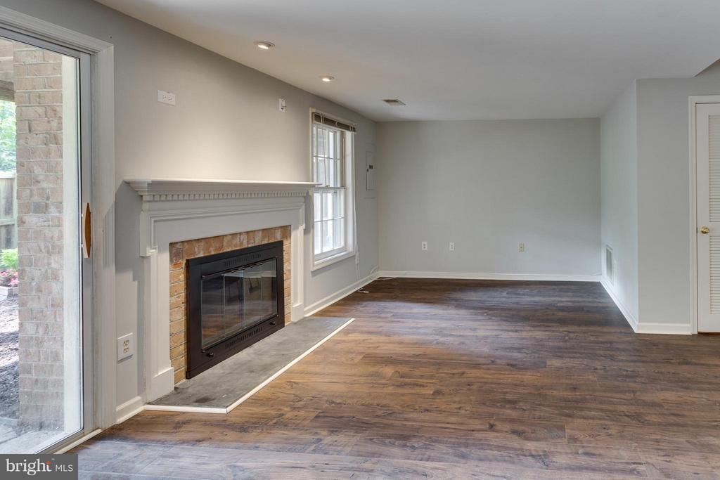 Wood burning fireplace - 4253 FOX LAKE DR, FAIRFAX