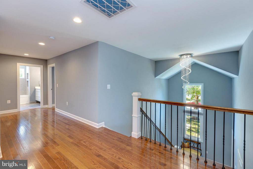 Open spacious Upper Level with view of Hall Bath - 3151 ANNANDALE RD, FALLS CHURCH