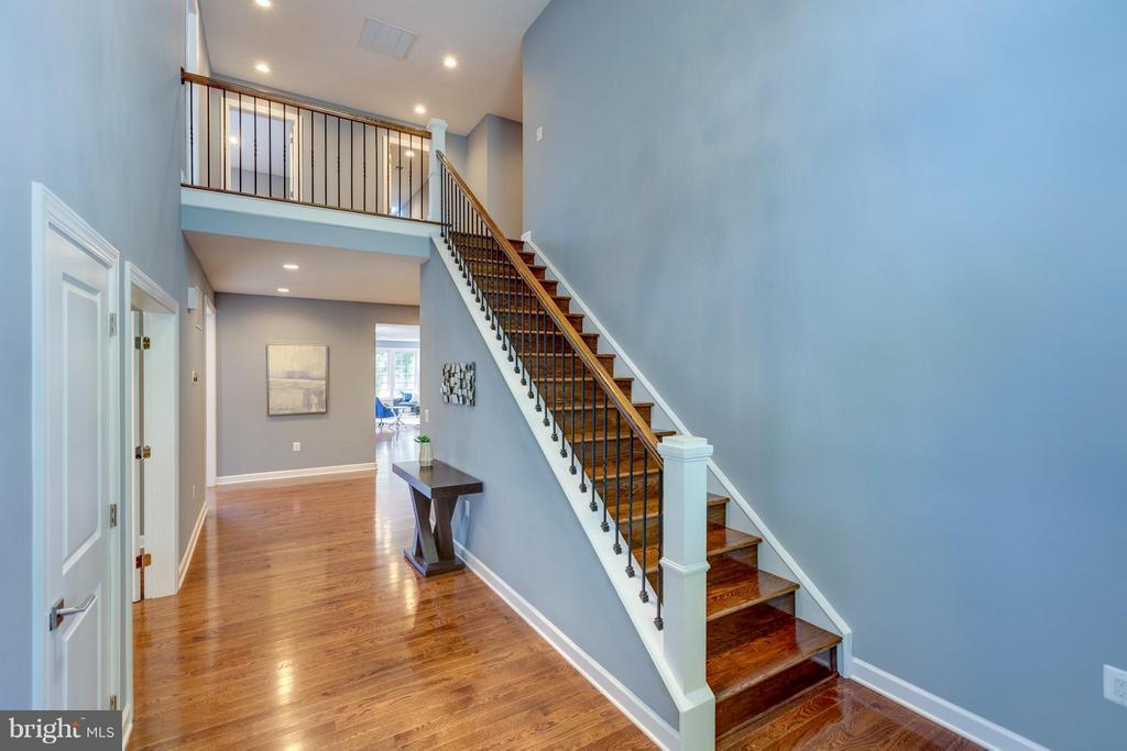 Foyer Leads to a Great Hallway - 3151 ANNANDALE RD, FALLS CHURCH