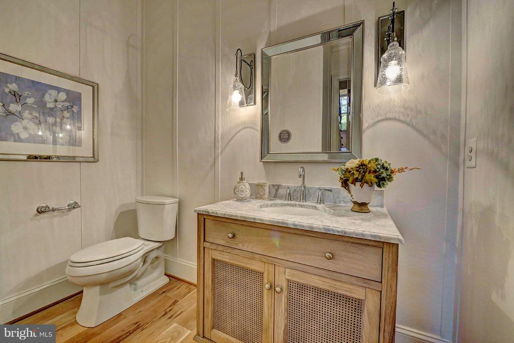 Powder Room - 8621 MCHENRY ST, VIENNA
