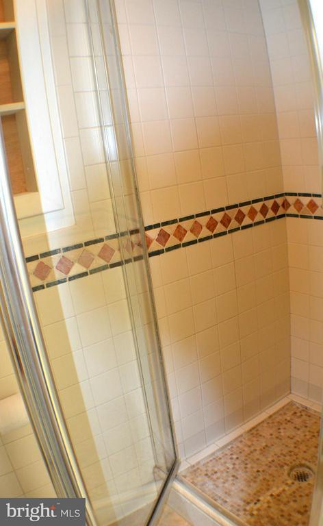 First fl. bathroom/shower ajoins laundry/mud room. - 3804 14TH ST N, ARLINGTON