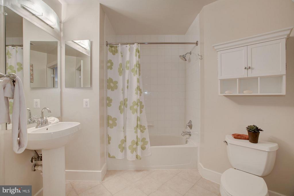 Second Bath - 1200 HARTFORD ST N #112, ARLINGTON