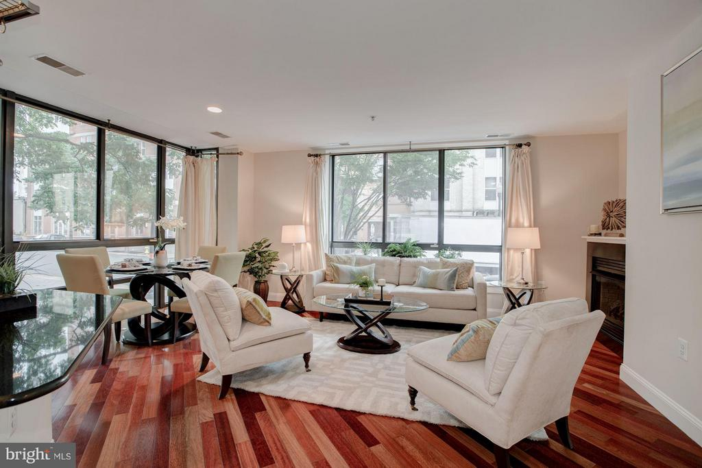 Spacious Living Room and Dining Area - 1200 HARTFORD ST N #112, ARLINGTON