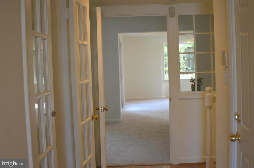 Welcome Home, durable quiet cork  entryway. - 3804 14TH ST N, ARLINGTON