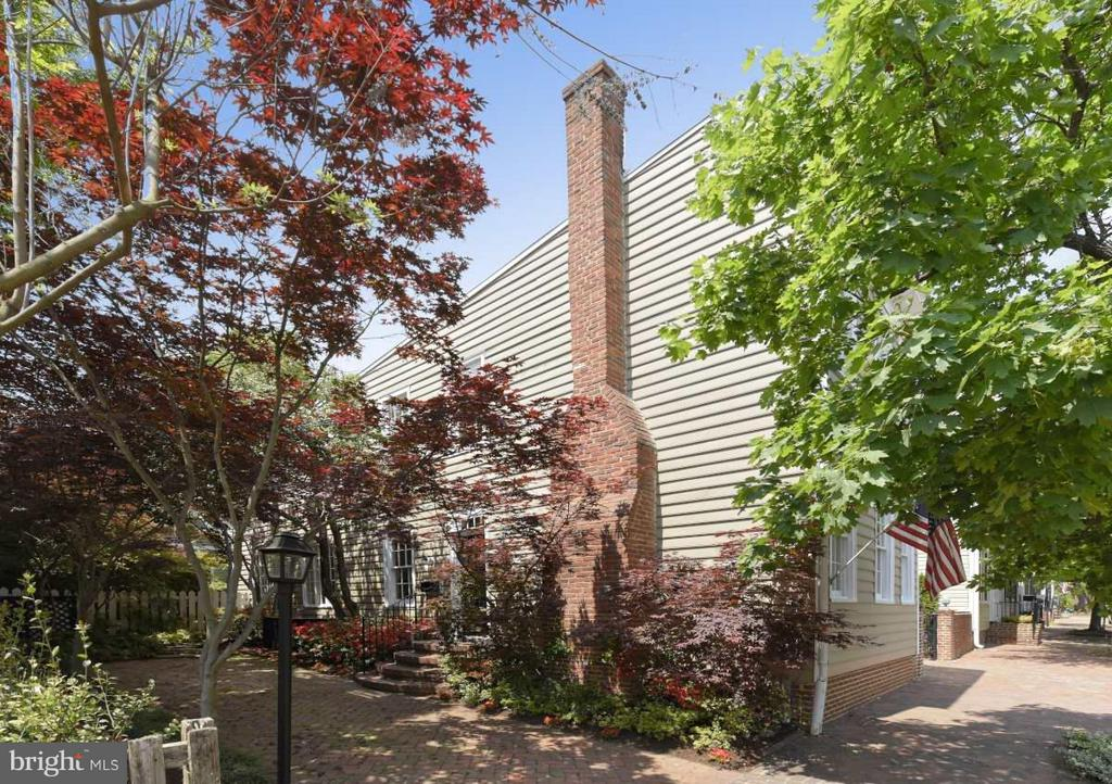 Fully detached on a double lot - 727 LEE ST S, ALEXANDRIA