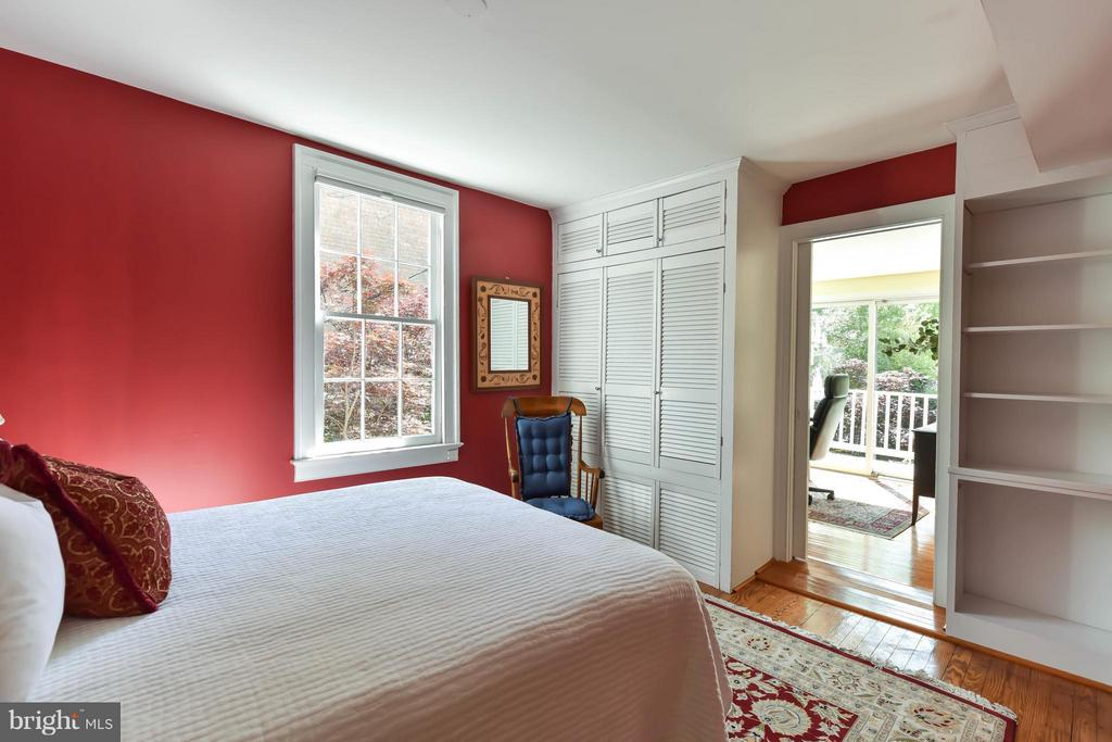 A second bedroom with built-in bookcase and closet - 727 LEE ST S, ALEXANDRIA