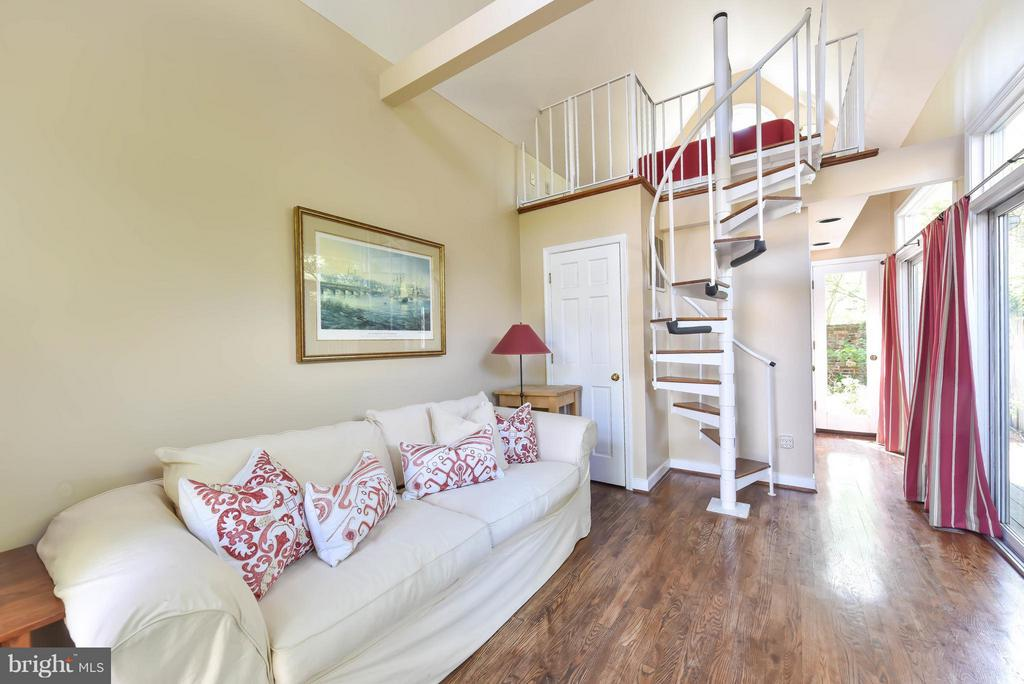 Spiral stairs lead to the delightful bedroom - 727 LEE ST S, ALEXANDRIA