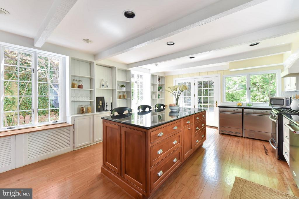 This sunny kitchen leads to the beautiful patio - 727 LEE ST S, ALEXANDRIA