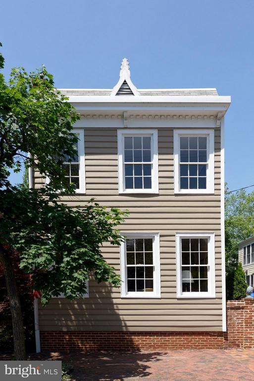 Detached Victorian townhouse on deep double lot - 727 LEE ST S, ALEXANDRIA