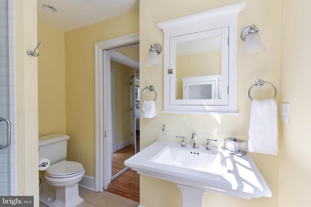The bright master ensuite has charming sconces - 727 LEE ST S, ALEXANDRIA