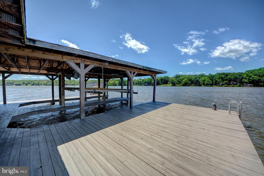 Boathouse Sun Deck - 7480 DON RD, MINERAL