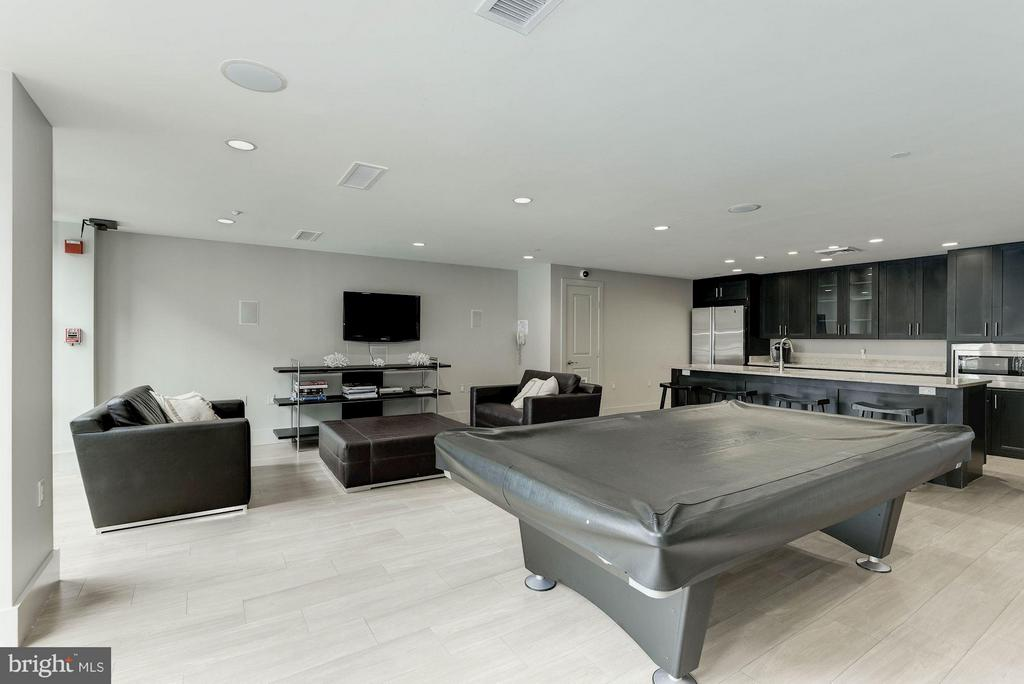Party room with billiard table - 1600 CLARENDON BLVD #W301, ARLINGTON