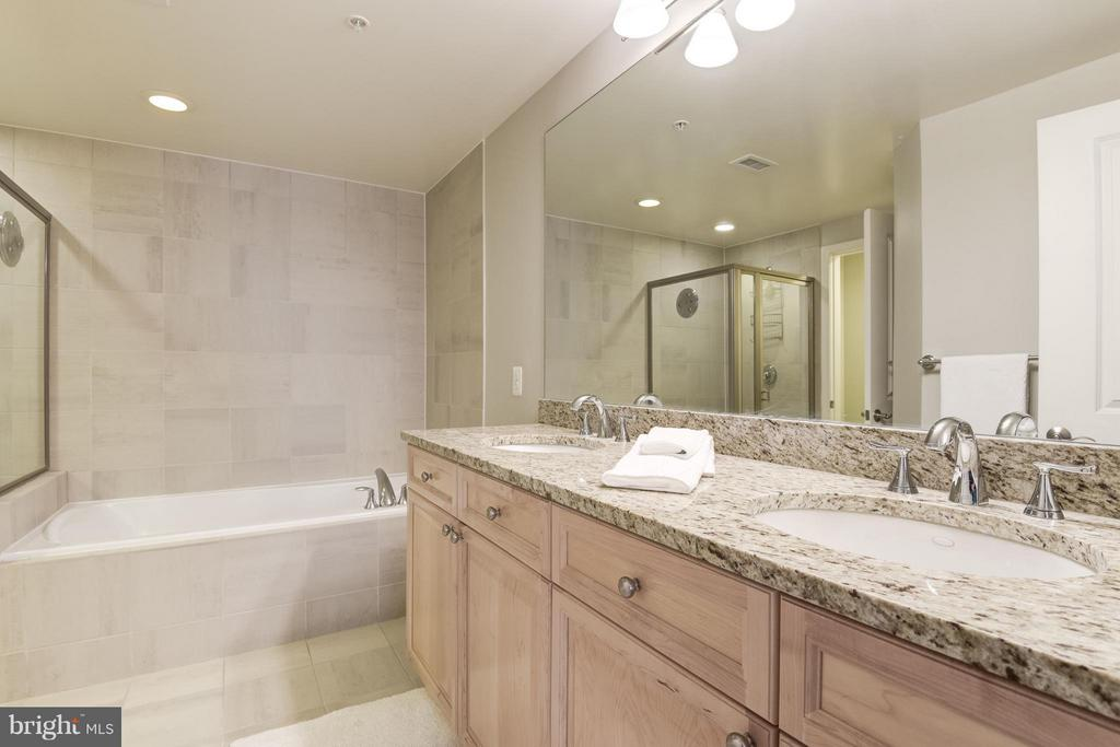Separate shower & huge bathtub - 11990 MARKET ST #405, RESTON