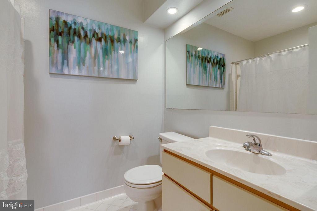 Bath (Master) - 7705 LAFAYETTE FOREST DR #23, ANNANDALE