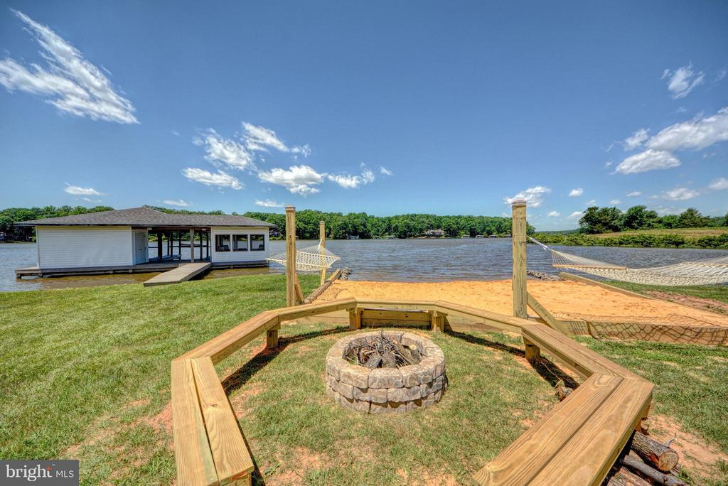 Fire Pit and Beach by the lake - 7480 DON RD, MINERAL