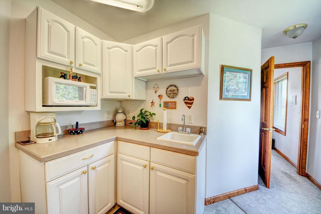 Kitchenette in In-law suite - 7480 DON RD, MINERAL