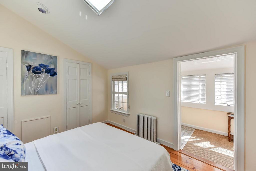 Private access to the bathroom and sitting room - 307 WOLFE ST, ALEXANDRIA
