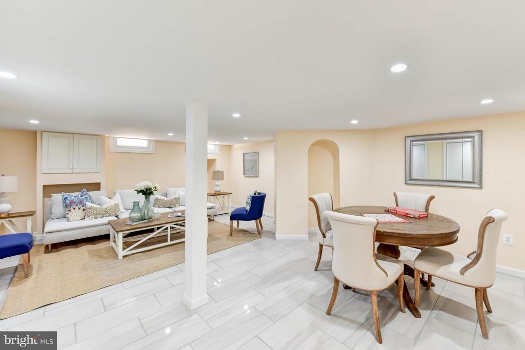 The fully finished rec room includes natural light - 307 WOLFE ST, ALEXANDRIA