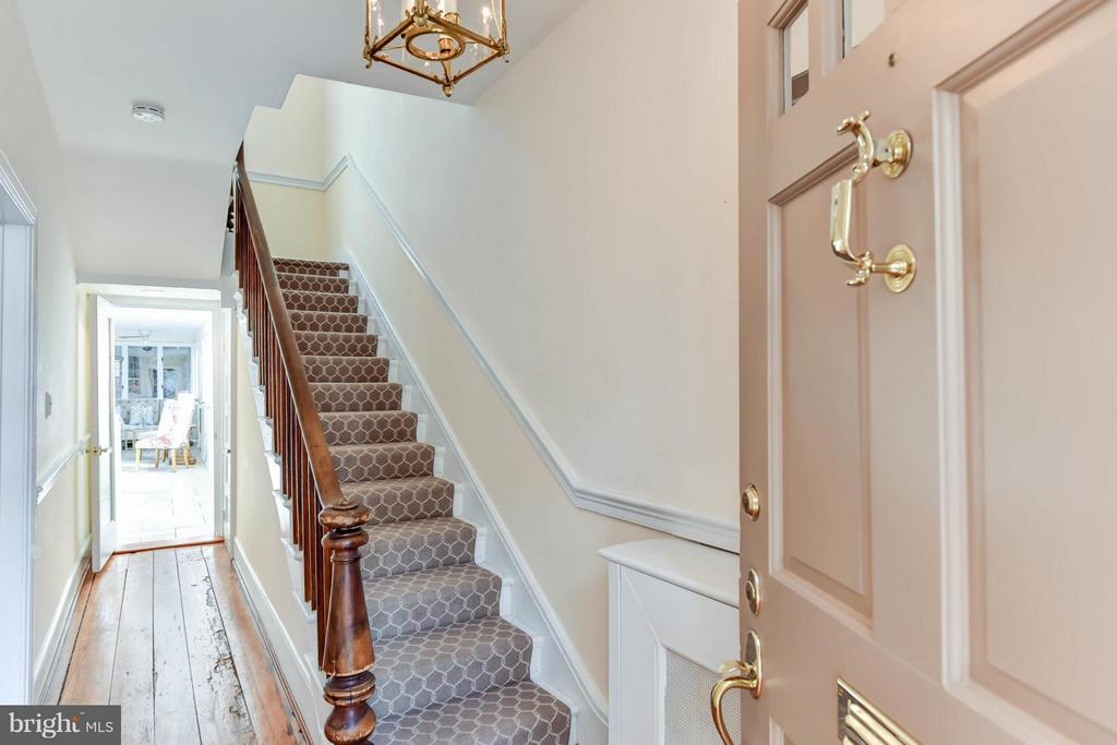A welcoming foyer w/ chair railing and newel post - 307 WOLFE ST, ALEXANDRIA
