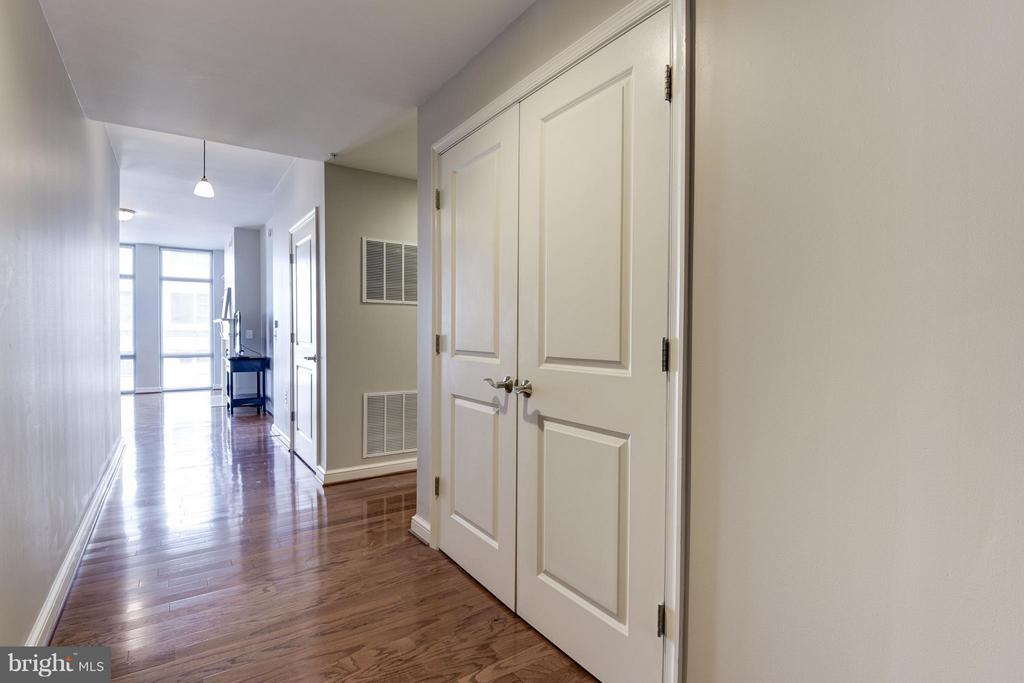 Airy and Spacious Foyer - 11990 MARKET ST #405, RESTON