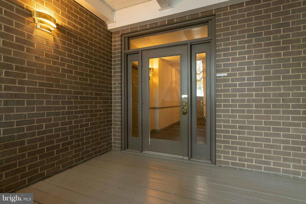 Exterior (Front) - 7705 LAFAYETTE FOREST DR #23, ANNANDALE