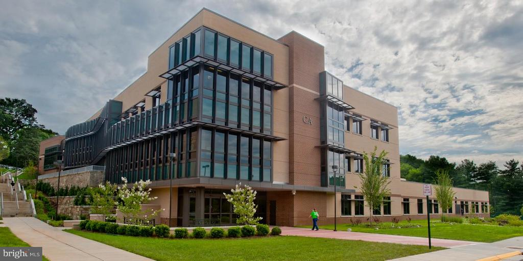 Northern Virginia Community College close by! - 7705 LAFAYETTE FOREST DR #23, ANNANDALE