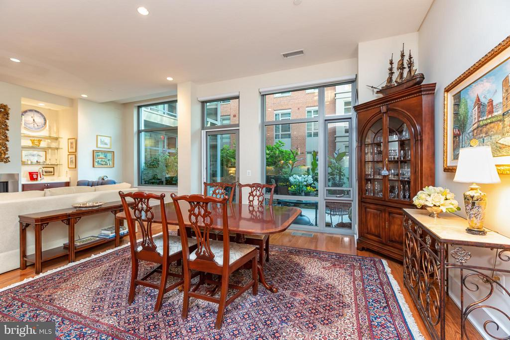 Dining Room with large windows - 601 FAIRFAX ST N #212, ALEXANDRIA