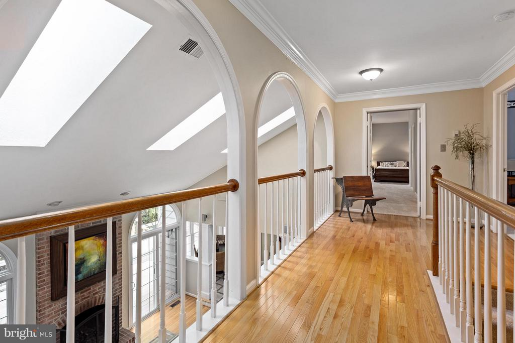 Upper Level Hall Overlooking the Family Room - 10658 CANTERBERRY RD, FAIRFAX STATION