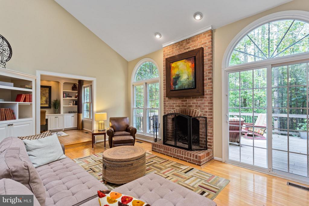 Family Room - gorgeous doors to deck & porch - 10658 CANTERBERRY RD, FAIRFAX STATION