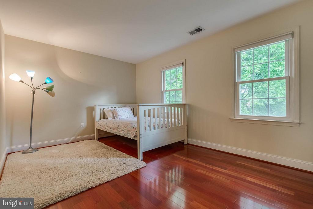 Spacious rooms - 4820 POWELL RD, FAIRFAX
