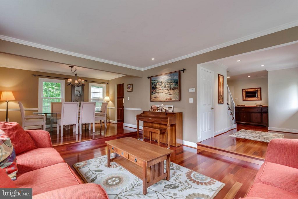 Check out the 3D tour! - 4820 POWELL RD, FAIRFAX