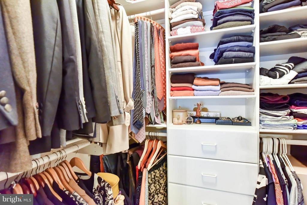 1 of 2 Master suite walk-in closets - 505 THOMAS ST N, ARLINGTON