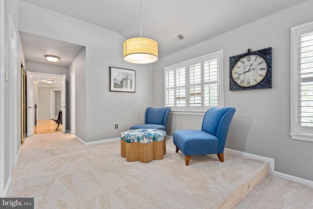 Master Sitting Room - View of Entry/Bath/Closets - 10658 CANTERBERRY RD, FAIRFAX STATION