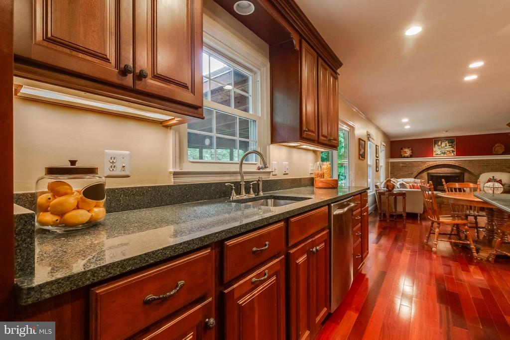So much counter space! - 4820 POWELL RD, FAIRFAX