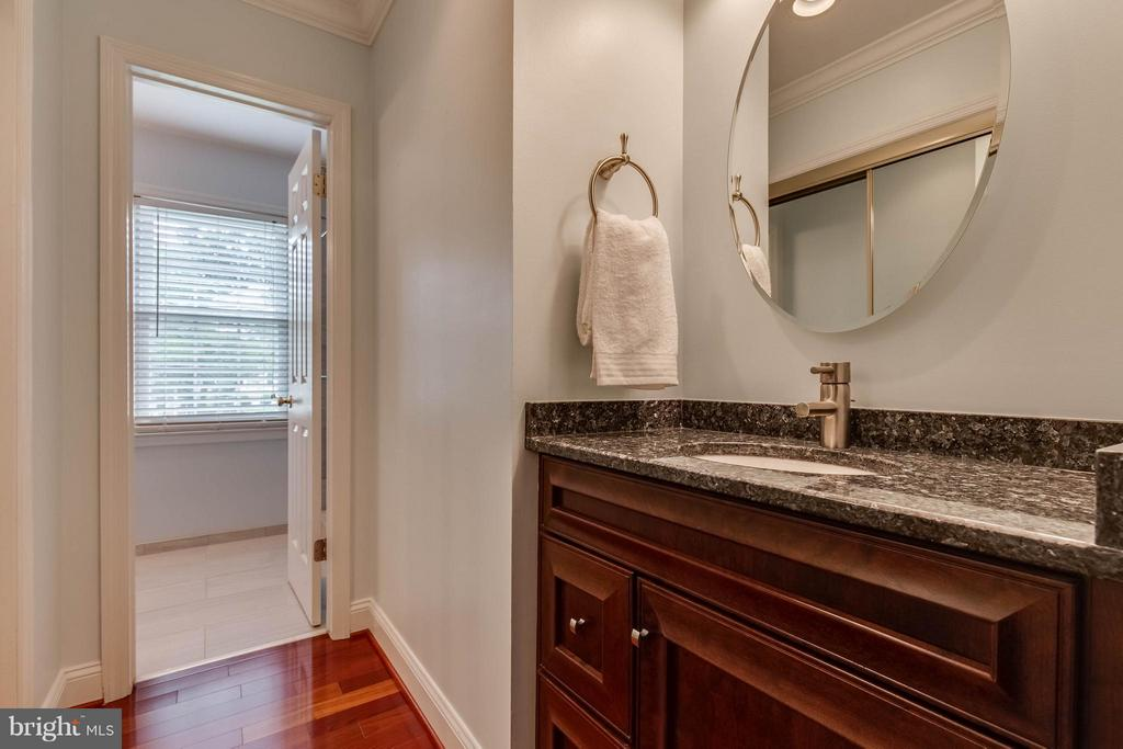 Spa-like master bath - 4820 POWELL RD, FAIRFAX
