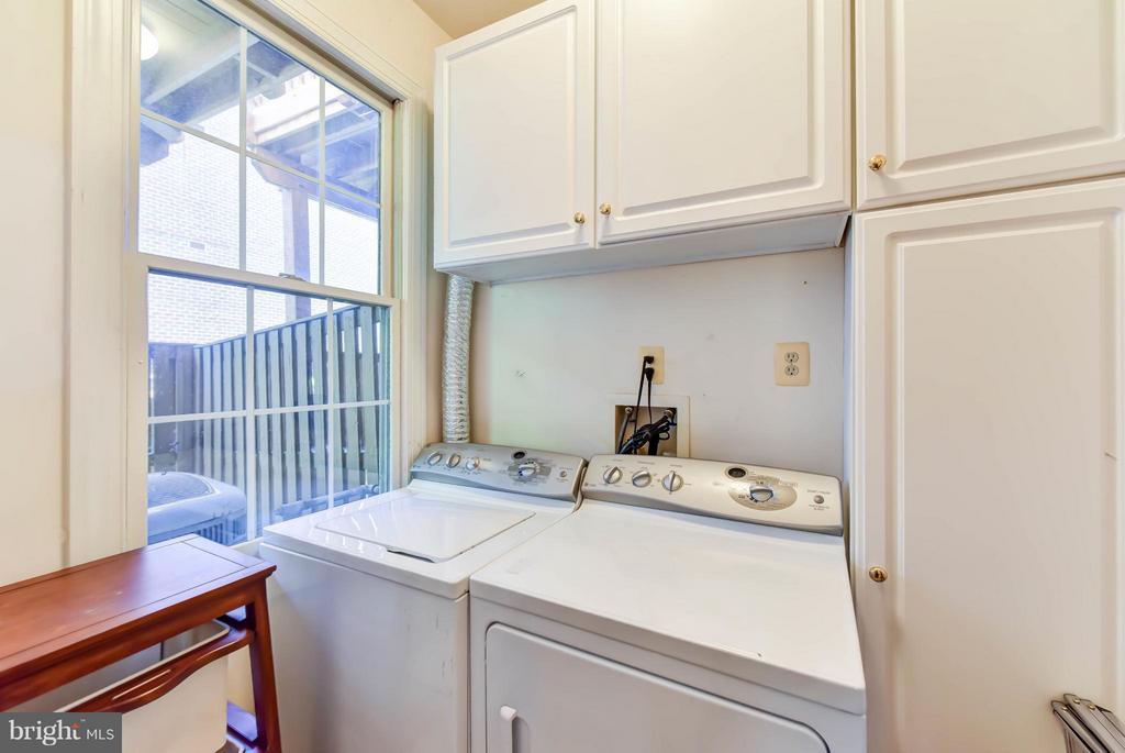 Laundry room - 505 THOMAS ST N, ARLINGTON