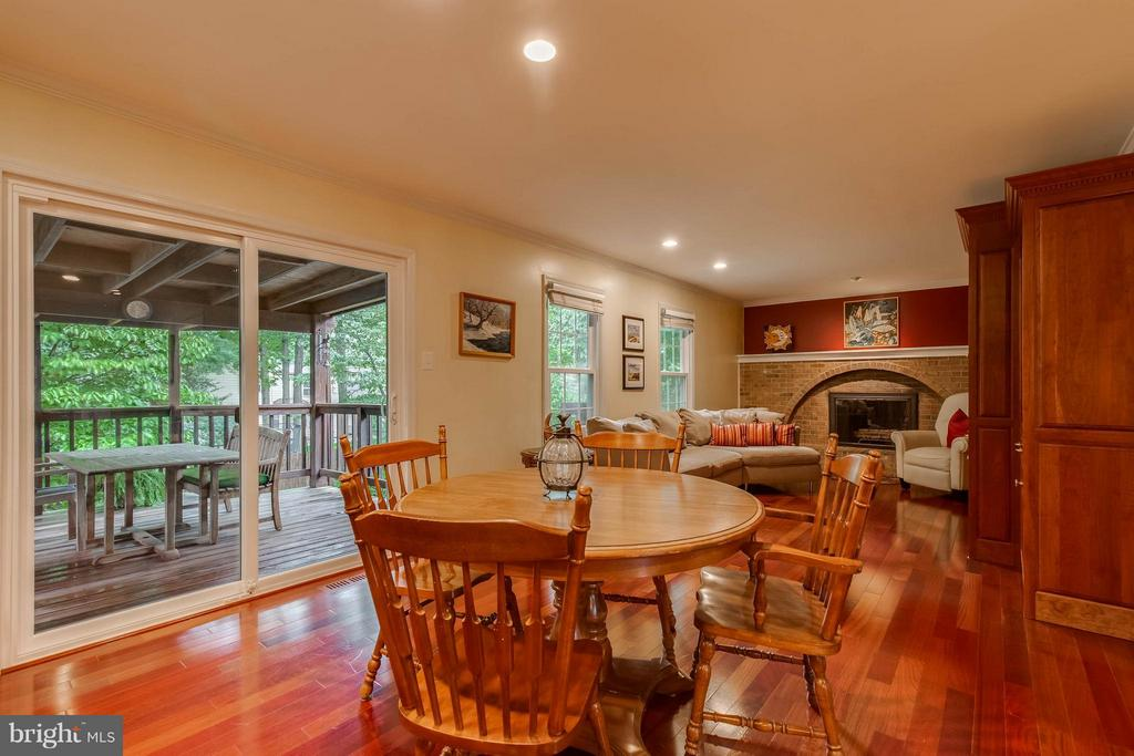 Kitchen opens to family room - 4820 POWELL RD, FAIRFAX