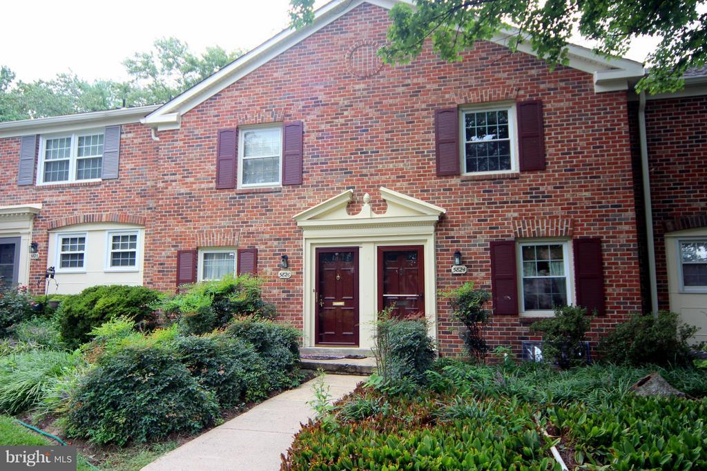 5824  REXFORD DRIVE  731, West Springfield, Virginia