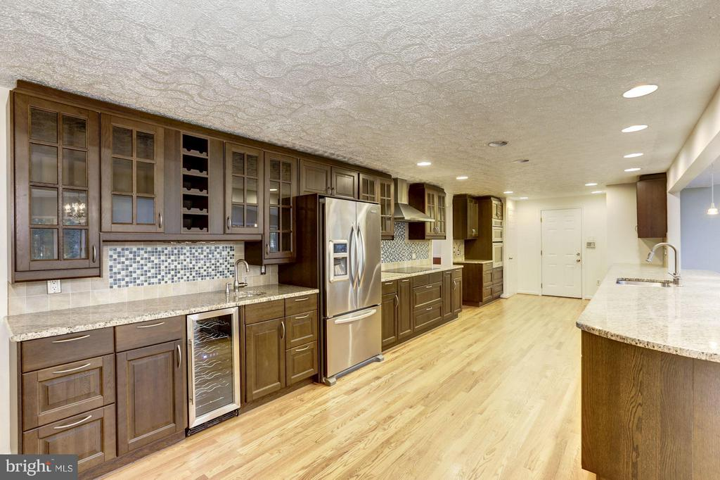 Kitchen - 5811 FITZHUGH ST, BURKE