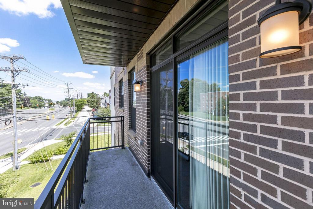 Large Private Balcony - 2702 LEE HWY #3B, ARLINGTON
