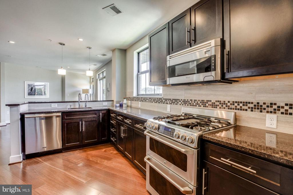 Granite Counter Tops - Great Space - 2702 LEE HWY #3B, ARLINGTON